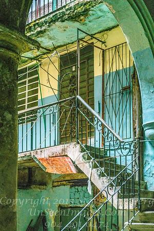 Inside Courtyard on Rainy Day Havana - Copyright 2017 Steve Leimberg UnSeenImages Com _DSF8886