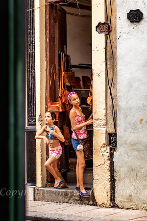 Two Girls - Copyright 2017 Steve Leimberg UnSeenImages Com _Z2A3756