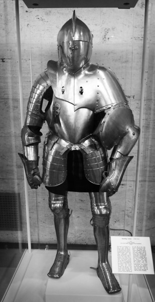 Suit of armor at Detroit Institute of Art Museum.