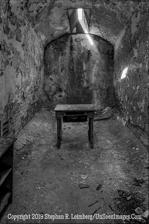 Cell with a Table B&W 20131018_4375