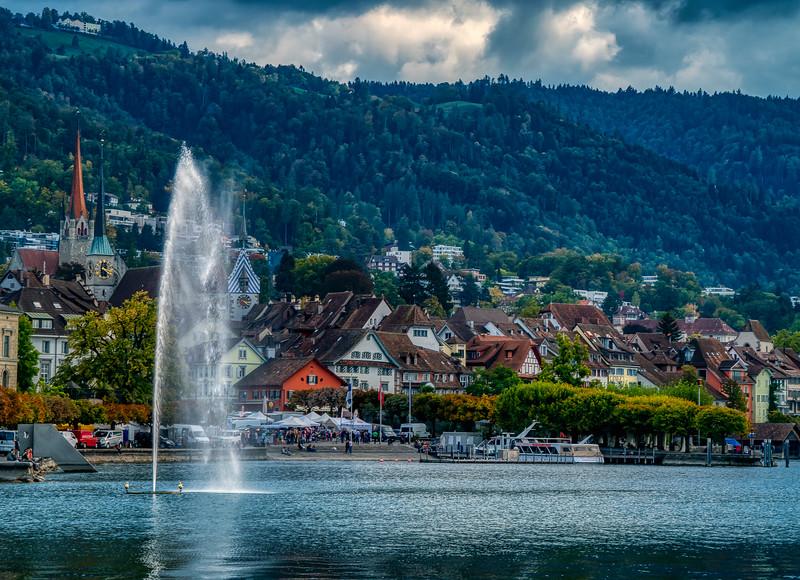 Zug and lake fountain