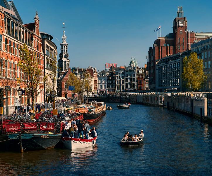 Singel canal, toward Bloemenmarkt