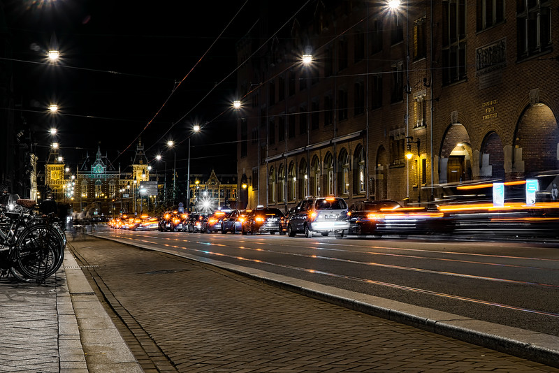 along Damrak, toward Amsterdam Centraal station