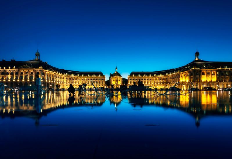 at Le Miroir d'Eau & Place de la Bourse