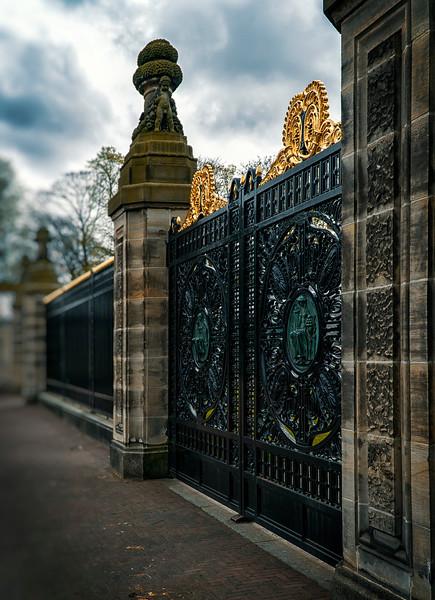 gates at Vredespaleis