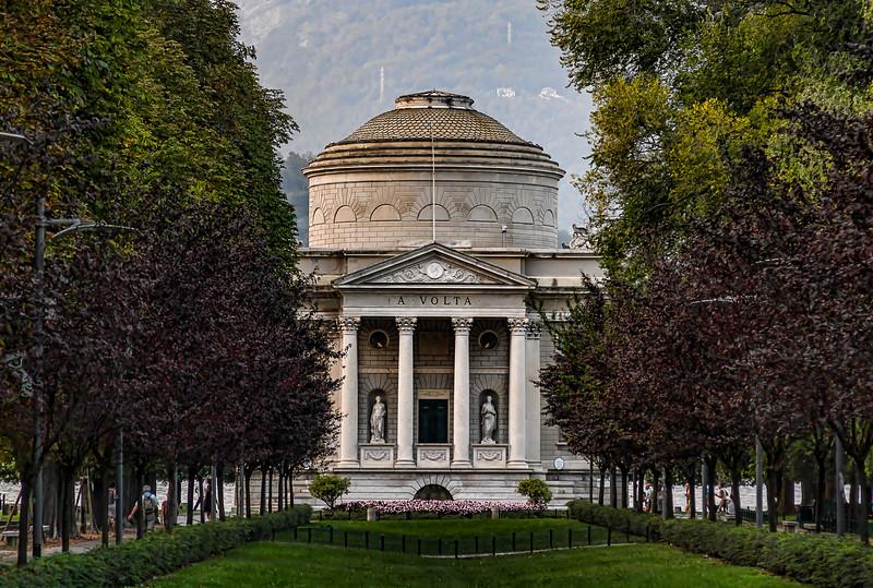 Monument to Alessandro Volta