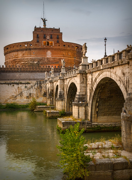 Bridge over Tiber river, eyeing Castel sant'Angelo