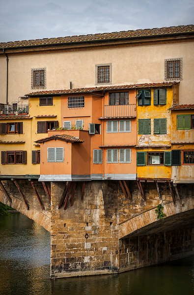 Close-up of some of the shops and domiciles that line Ponte Vecchio