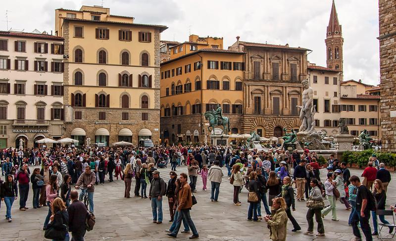 Crowds in the Piazza della Signoria