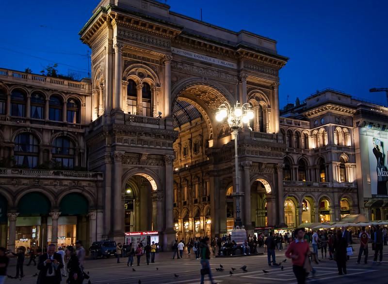 Galleria Vittorio Emanuele II, shopping district