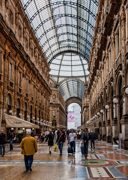 Galleria Vittorio Emanuele II, shopping district