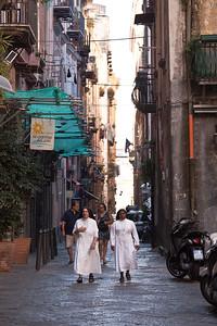 Sisters, Napoli