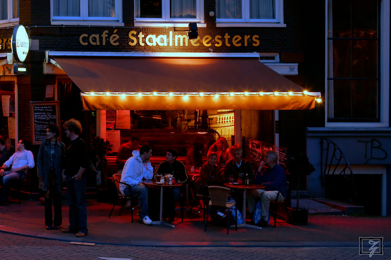 Street-cafes are a common late-night hangout.