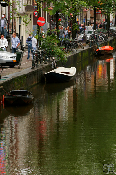 For me this captured the typical canal feeling of Amsterdam.