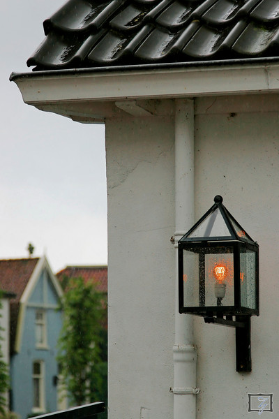 I loved these old-style lights and the clean old-style roof.