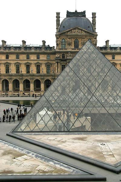 Entrance to the Musée du Louvre.