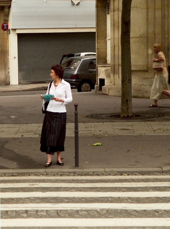 Street scene on the Avenue de Friedland, one of 12 Streets that radiates from the circular Place Charles de Gaulle square and the Arc de Triumphe. The streets are named after French military leaders (23 Jun 05).