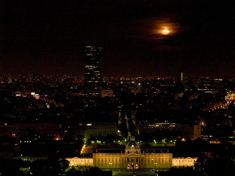 Paris by moonlight (L'Ecole Militaire in the foreground) from the top of the Eiffel Tower, Paris France (23 June 05).