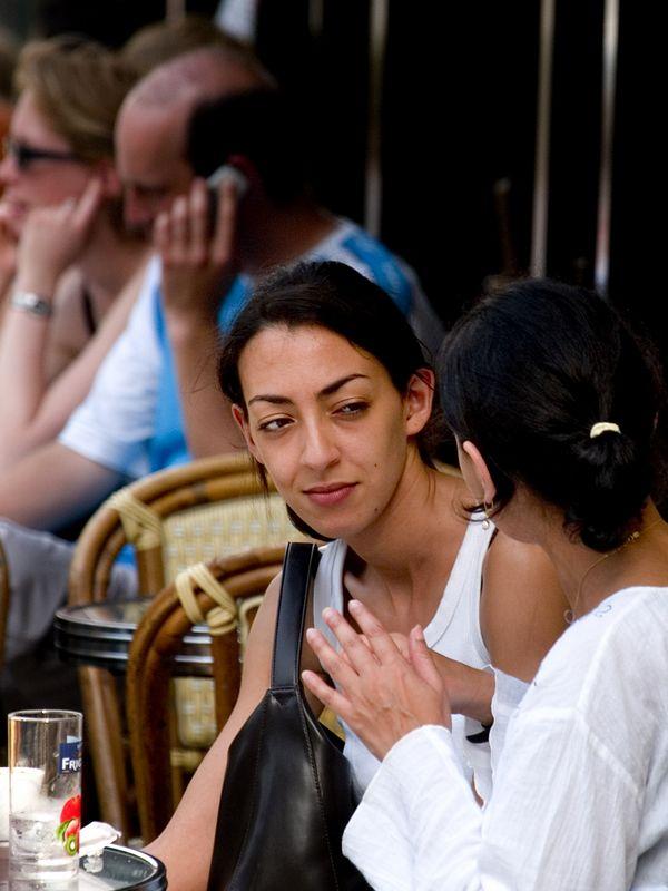 Cafe' conversation on the Boulevard de Rochechouart (20 Jun 05).