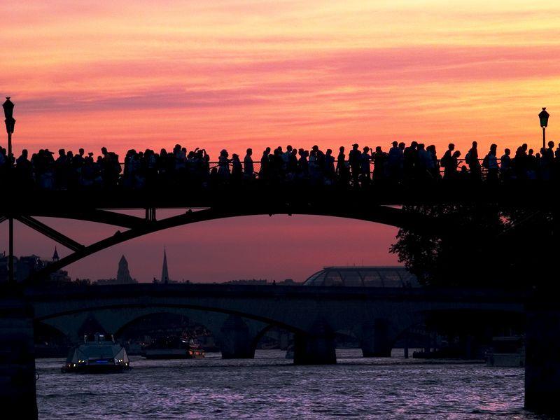 Sunset viewed from Ile de la Cite', Paris (21 Jun 05).