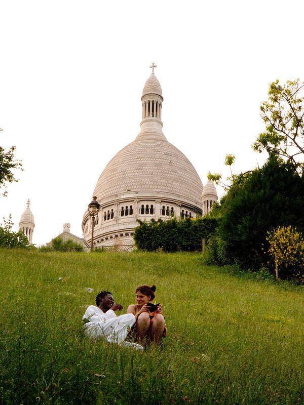 Couple enjoying the park next to the Basilique du Sacre'-Coeur, Montmartre, (20 June 05).