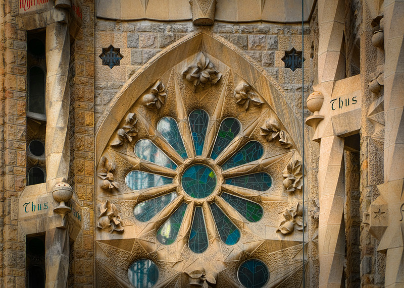 Sagrada Familia - side details
