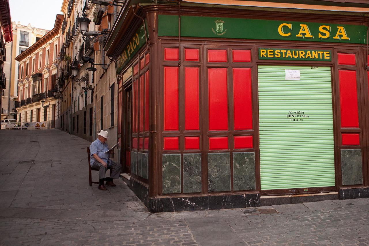 IMAGE: https://photos.smugmug.com/Places/Europe/Spain/Madrid/i-TnfHSst/0/X2/IMG_3877A-X2.jpg