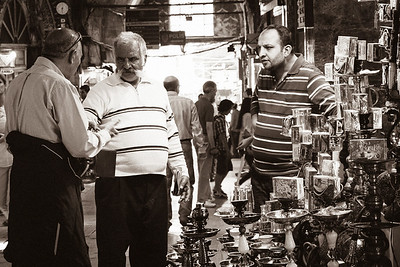 Serious haggling at the hookah pipe stall
