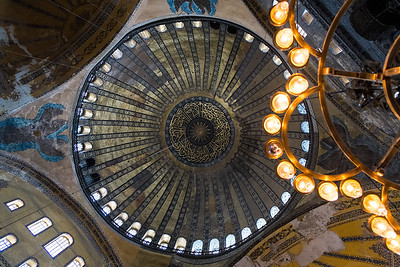 The huge dome of Aya Sofia. The knowledge of how to build these was lost in the Dark Ages and no one built anything like it for 1000 years.