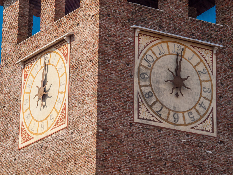 Tower clock at the Castelvecchio Museum (Italian: Museo Civico di Castelvecchio), a museum in Verona, northern Italy, located in the eponymous medieval castle.