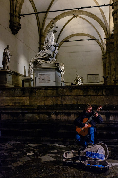 011317_Music floating out from the dark corners of the Palazzo Vecchio