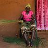 Mulher à porta de casa. Tabanca de Caur de Cima - sector de Empada, região de Quinara.
