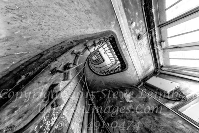 Up the Down Staircase - B&W Copyright 2016 Steve Leimberg - UnSeenImages Com _H1R8295