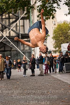 Street Performer - Paris - Copyright 2016 Steve Leimberg - UnSeenImages Com _H1R8706