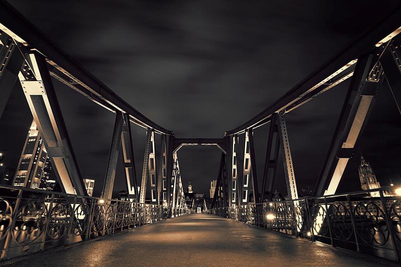 Eiserner Steg<br /> <br /> Most famous pedestrian bridge in Frankfurt!<br /> <br /> 20 sec exposure @ f8. Processed with CS4 & Topaz BW
