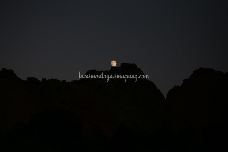 Moon rising over Garden of the Gods rock formation, 25 Sep 2015 - Colorado Springs, CO