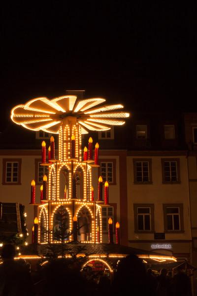 Germany, Heidelburg, Christmas Decoration at Night SNM
