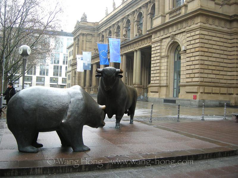 Bulls outside the Frankfurt Stock Exchange