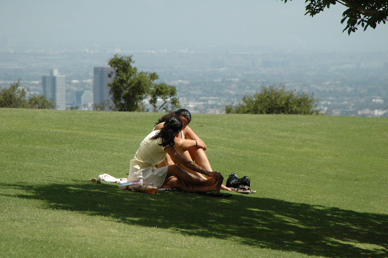 Kissing girls in Getty Center park