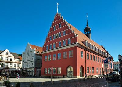 Rathaus - wiederaufgebaut 1738 / town hall - rebuilt 1738