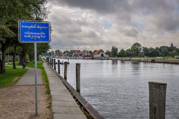 Grenzpfeiler / border monument