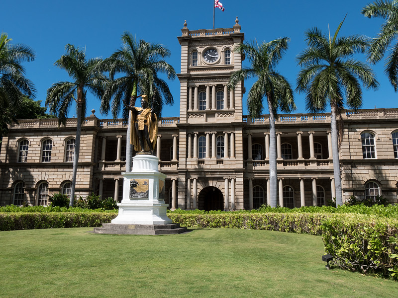 KING KAMEHAMEHA STATUE IN DOWNTOWN HONOLULU