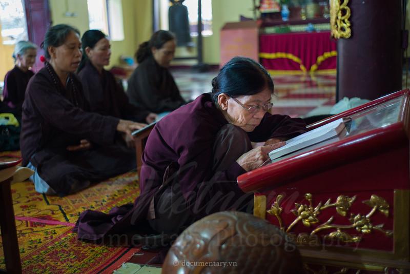 Old prayers in Quan Su pagoda