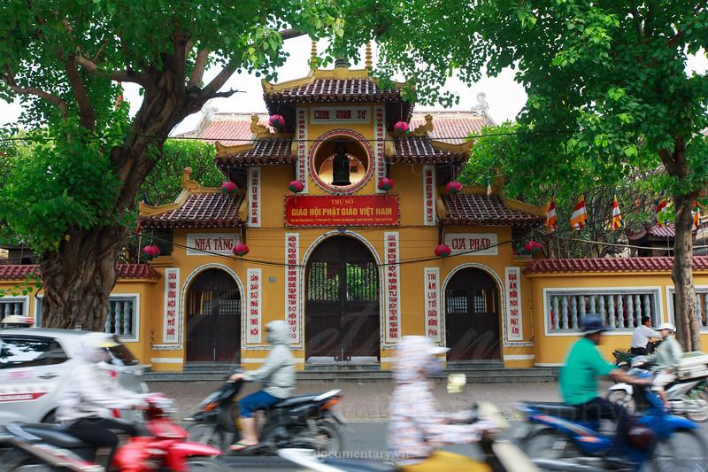 Quan Su pagoda's main gate