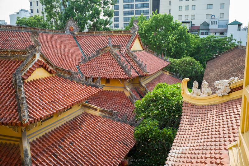 Rooftop of Quan Su pagoda