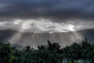 Late afternoon sun over Koʻolau Range
