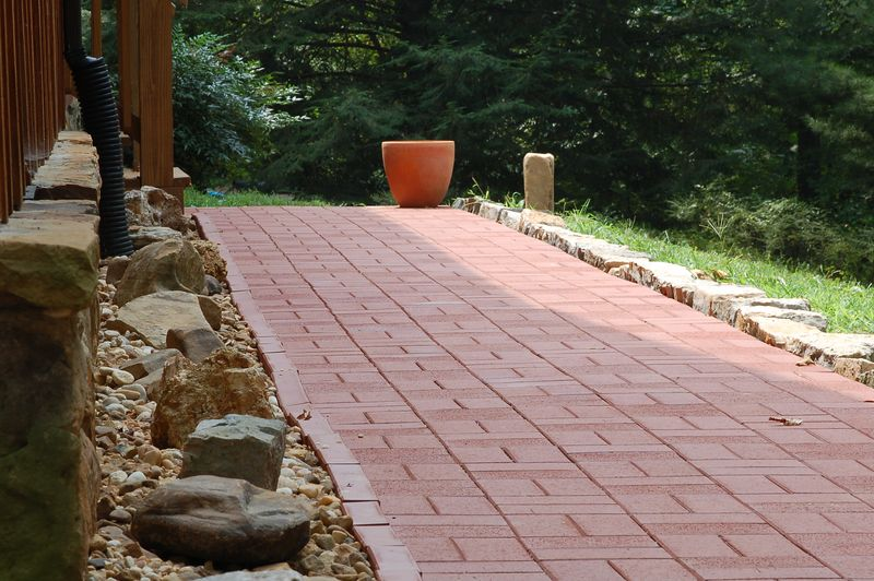 walkway with new decorative stones: Aug 2005
