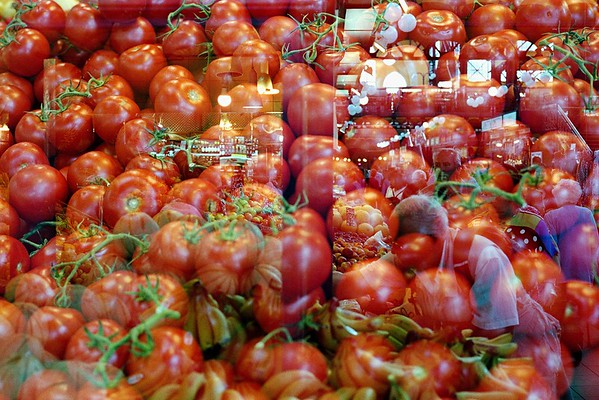 Buying bananas in tomatoes