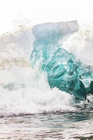 Wave Hits Berg - Copyright 2020  Steve Leimberg - UnSeenImages Com _Z2A9481