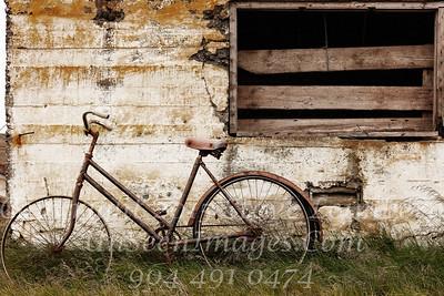 Bike Against Barn Iceland -  Copyright 2017 Steve Leimberg UnSeenImages Com _Z2A0884